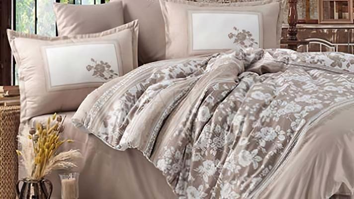 Lenjerie pat 2 persoane BUMBAC SATINAT - 4 piese - Crem, model imprimeuri diferite cu frunze si linii