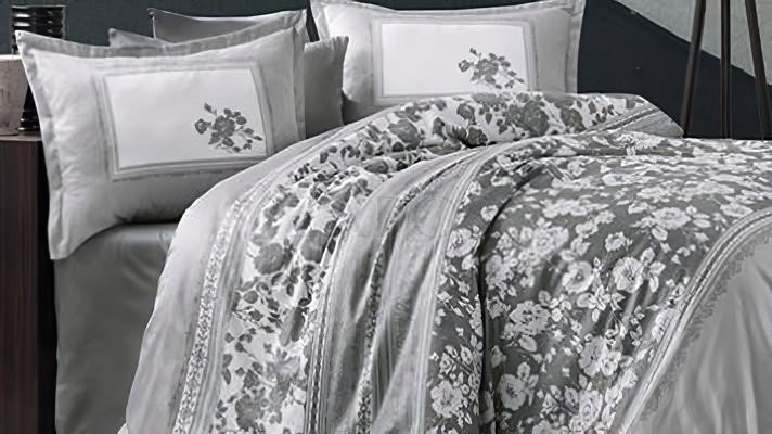 Lenjerie pat 2 persoane BUMBAC SATINAT - 4 piese - Gri, model imprimeuri diferite cu frunze si linii