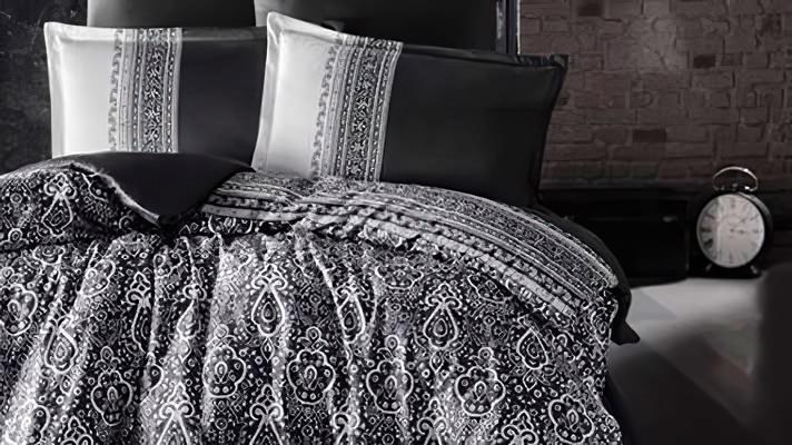 Lenjerie pat 2 persoane BUMBAC SATINAT - 4 piese - Negru, model linii si imprimeu abstract conturat cu alb