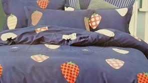 Lenjerie pat 2 persoane BUMBAC FINET - 4 piese - Bleumarin, model 2 fete capsune cu diferite imprimeuri