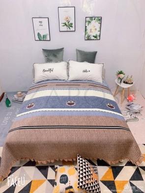 Cuvertura pat dublu CATIFEA PLUSATA - Maro, model cu dungi orizontale diferite culori