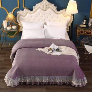Cuvertura pat dublu CATIFEA PLUSATA - Mov inchis, culoare uni cu aplicatii de tul in partea de jos