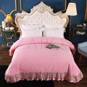 Cuvertura pat dublu CATIFEA PLUSATA - Roz, culoare uni cu aplicatii de tul in partea de jos
