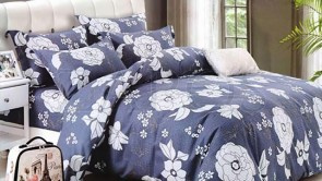 Lenjerie pat 2 persoane BUMBAC FINET - 4 piese - Albastru, model flori albe conturate cu negru